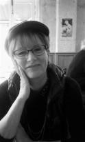Françoise Monot EDITORIALISTE. Traductions, éditoriaux, commentaires, c'est Elle! Françoise par son empathie naturelle, sa maitrise de l'écrit apporte à Madame Latina sa touche littéraire. Un bref passage dans le journalisme lui a ouvert les portes de la communication qui est devenue son milieu professionnel. Lectrice assidue, aujourd'hui l'écriture sur toutes ses formes et devenue pour elle un monde qu'elle n'a de cesse d'explorer.